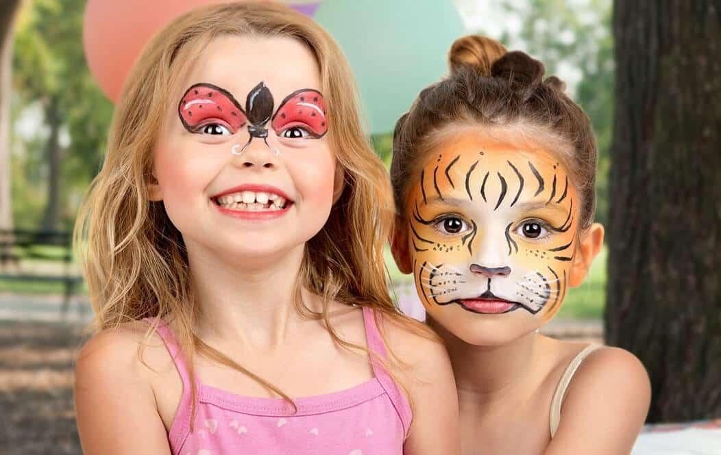 Coupe de cheveux créative pour les enfants sur un garçon